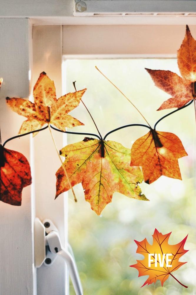 Herbstliche Lichterkette mit echten Blättern